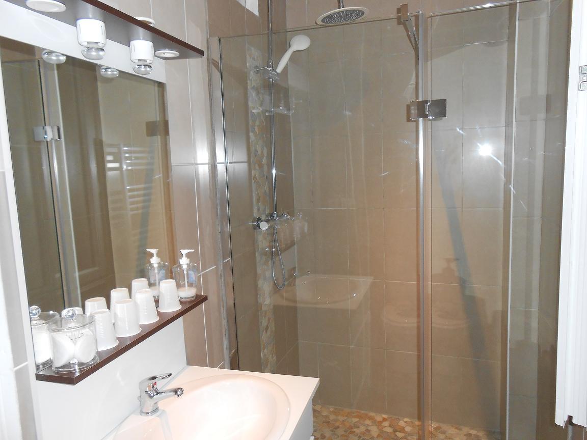 Chambre hotel pas cher tout confort Beaucaire Tarascon