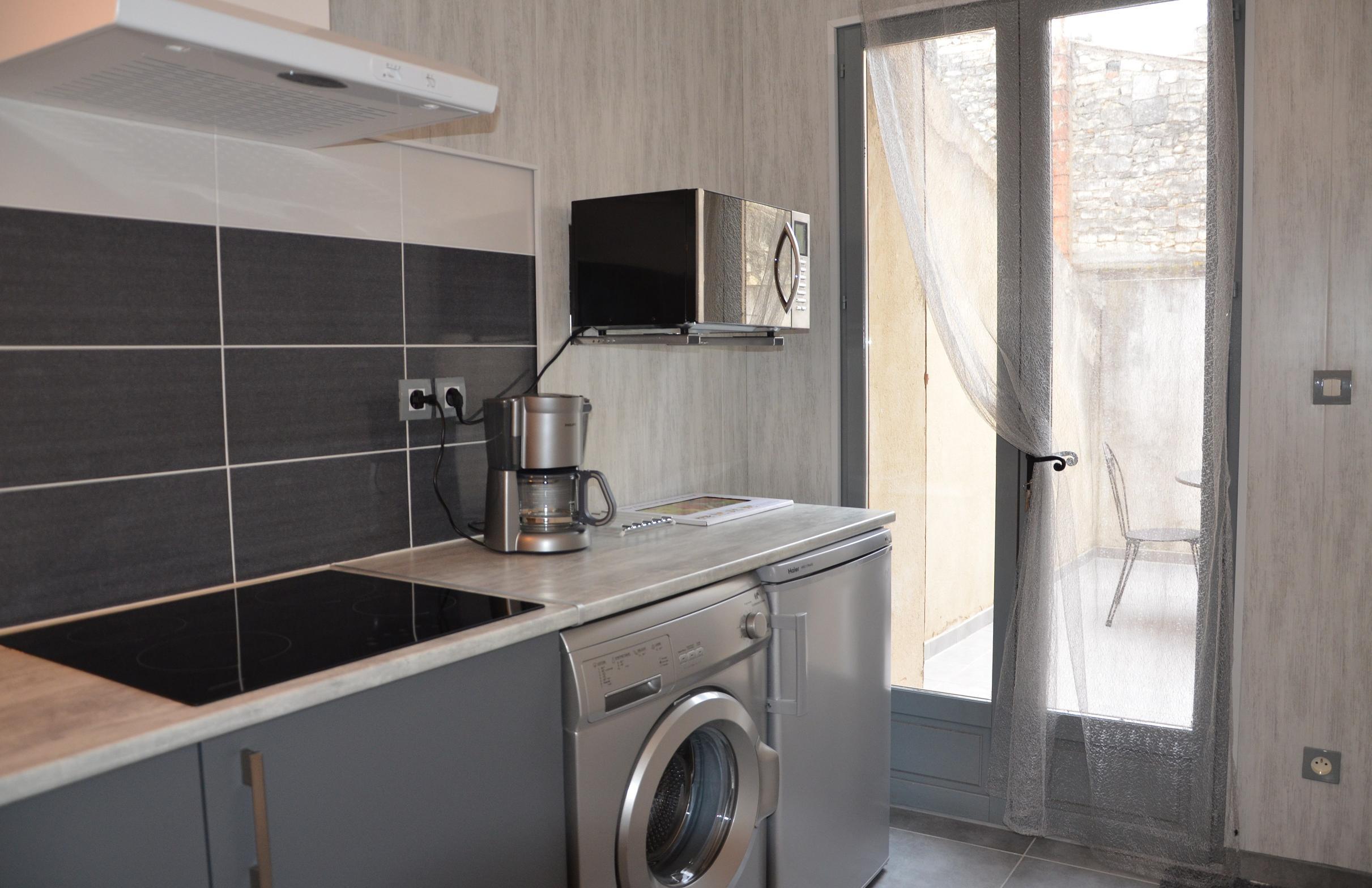 Studio romantique avec terrasse la maison d 39 olivier for Cuisine studio