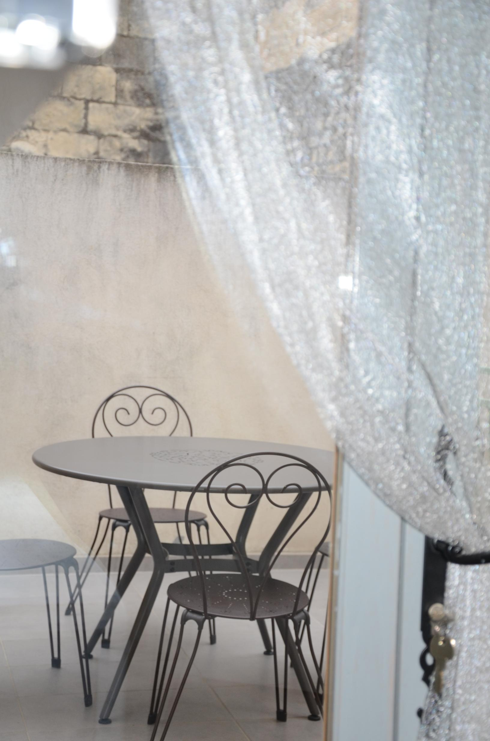 cuisine-terrasse-studio-beaucaire-la-maison-olivier