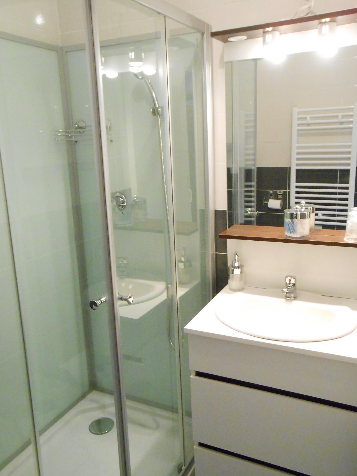 sdb-meuble-vasque-appart-beaucaire-la-maison-olivier