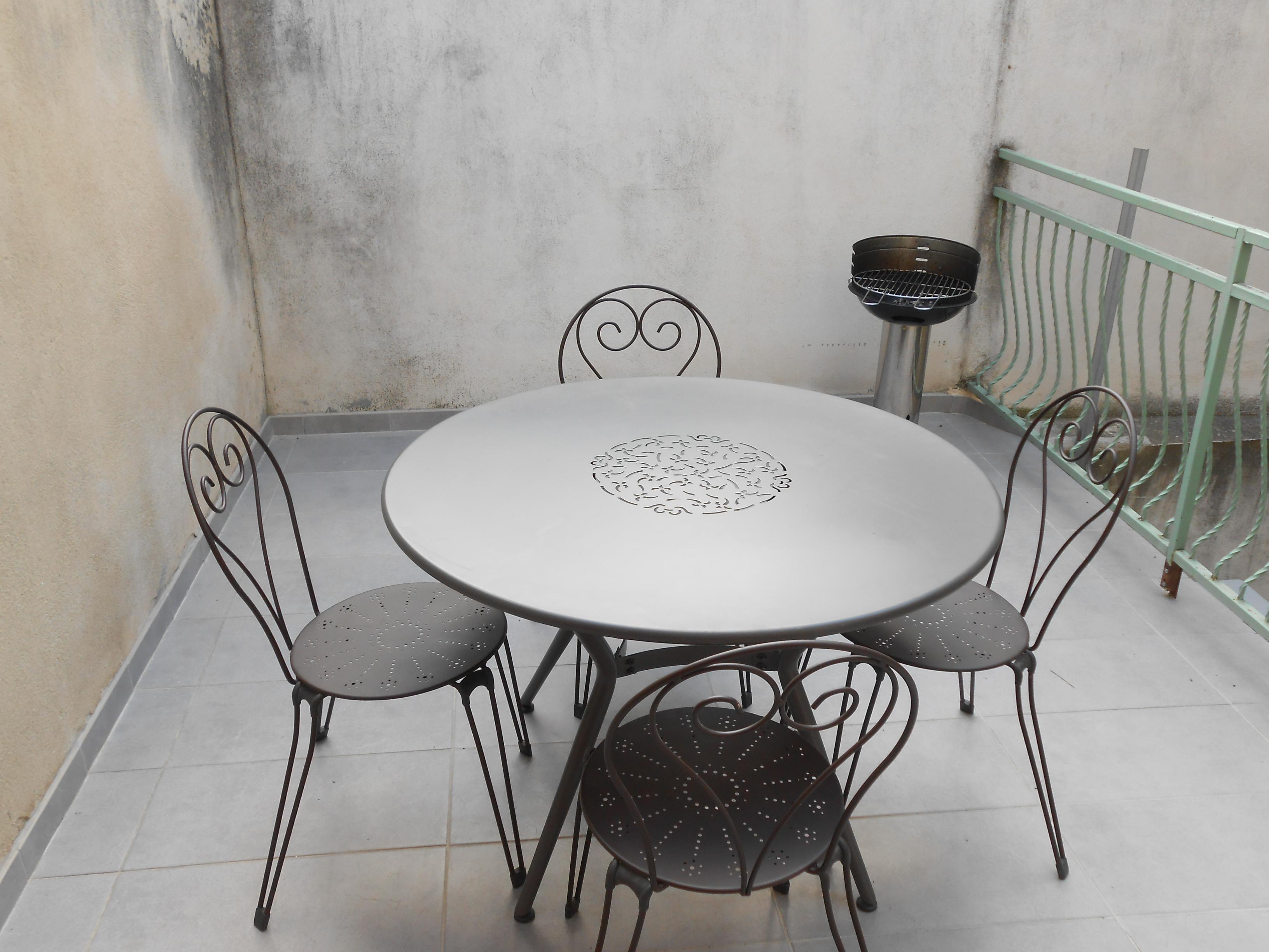 Table Louis XVI avec chaises Romantiques – Das Haus von Olivier