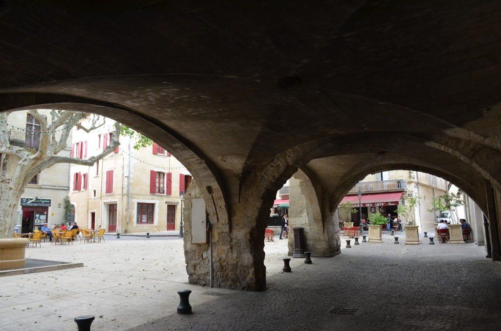 Place de La Republique ou Place Vieille 30300 Beaucaire, à 200 metres de La Maison d'Olivier