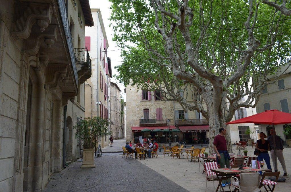 Place Vieille ou Place de La Republique 30300 Beaucaire, lieu de Festivites à 200 metres de La Maison d'Olivier