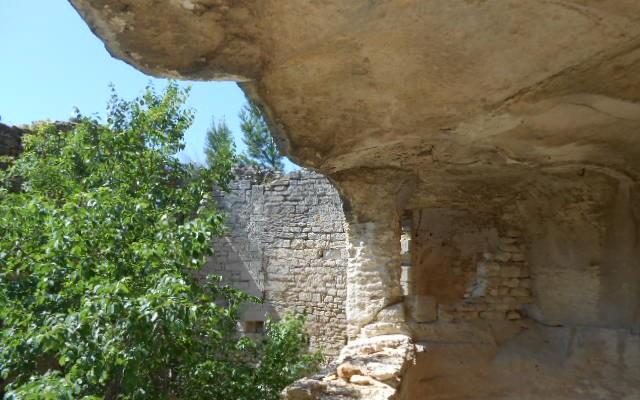 pressoir a vin abbaye troglodyte beaucaire