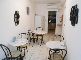 Salle entree cuisine Beaucaire Tarascon La Maison d'Olivier