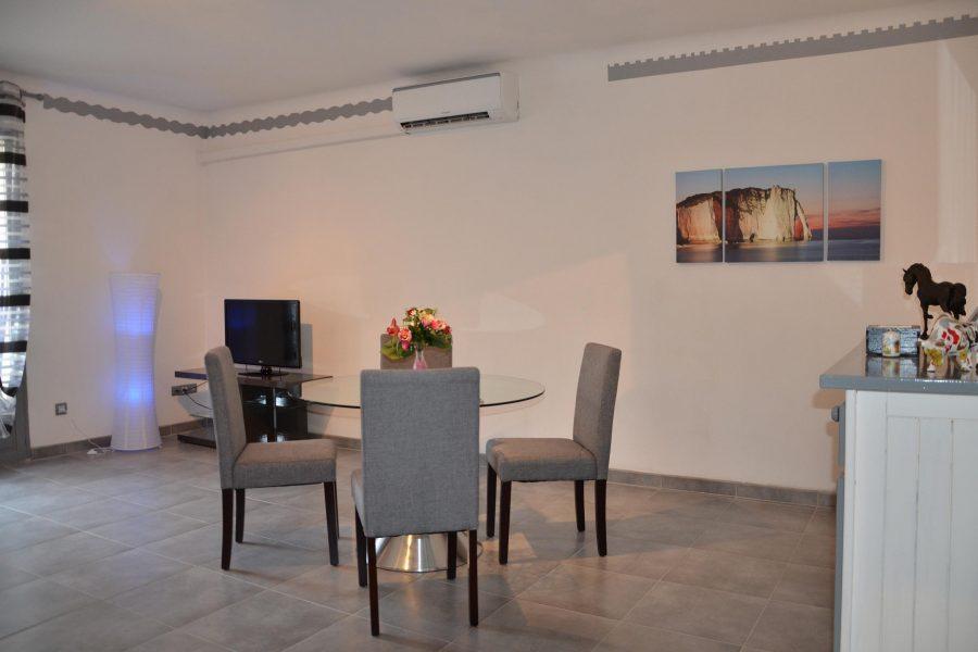 Studio Romantique centre Beaucaire Gard La Maison d 'Olivier