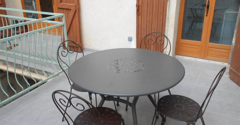 Terrasse Appart meuble Tarascon Beaucaire La Maison d'Olivier