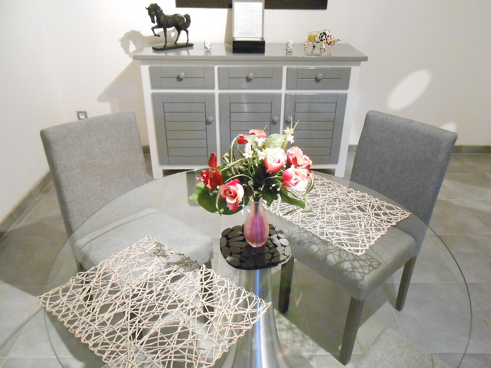 studio romantique mireille la maison d 39 olivier. Black Bedroom Furniture Sets. Home Design Ideas
