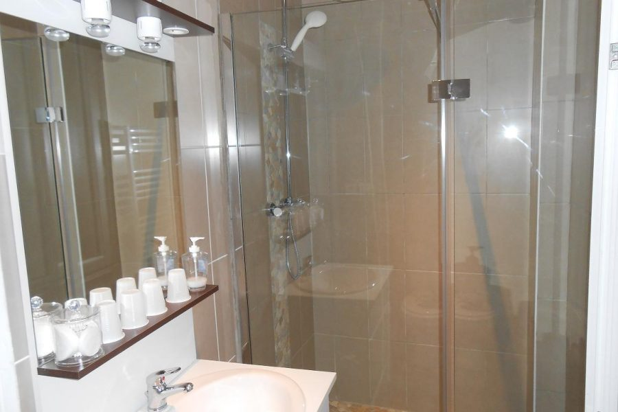 chambre-hotel-pas-cher-tout-confort-beaucaire-tarascon