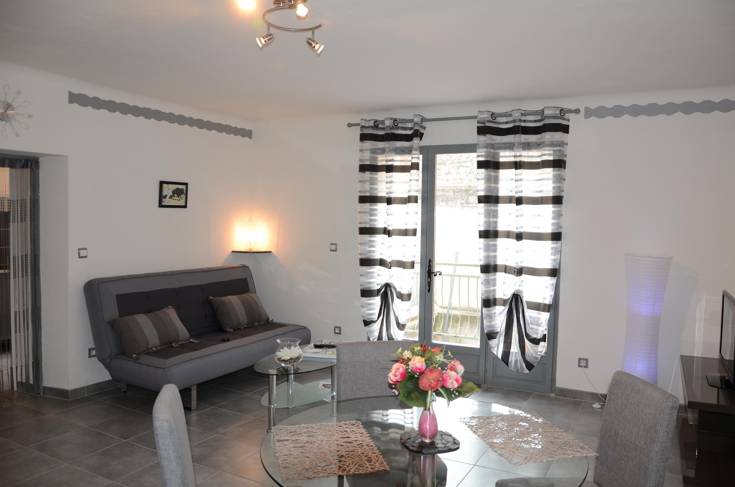 appart-hotel-provence-centre-ville-beaucaire-la-maison-olivier