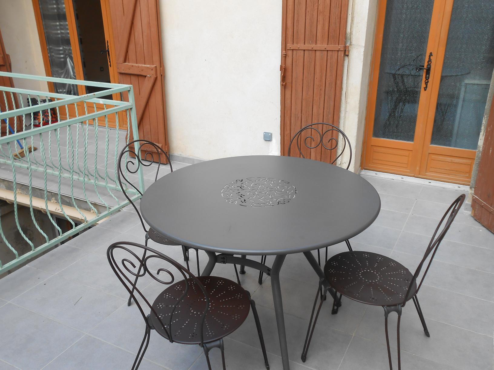 terrasse-appart-meuble-tarascon-beaucaire-la-maison-olivier