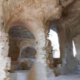 abbaye troglodyte beaucaire