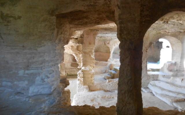 abbaye troglodyte beaucaire gard