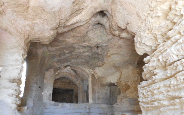 abbaye troglodytique Beaucaire
