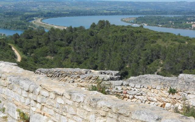 paysage abbaye troglodyte beaucaire