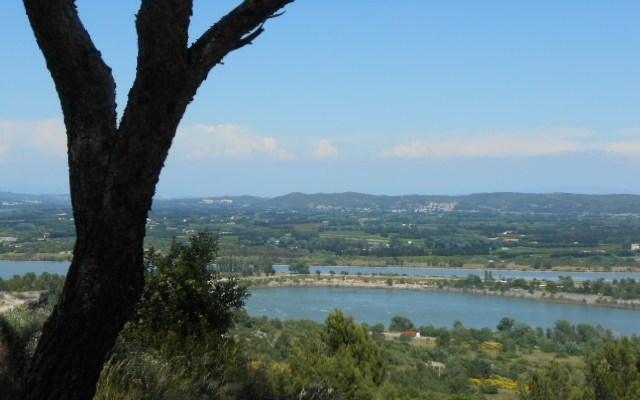 vu panoramique abbaye troglodyte beaucaire