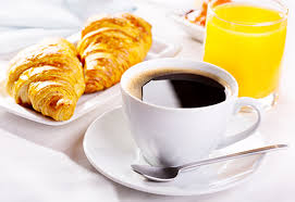 Pain croissant pain au chocolat boissons chaudes cafe the chocolat boissons froides jus orange lait confiture beurre La Maison Olivier Bed and breakfast Beaucaire Tarascon
